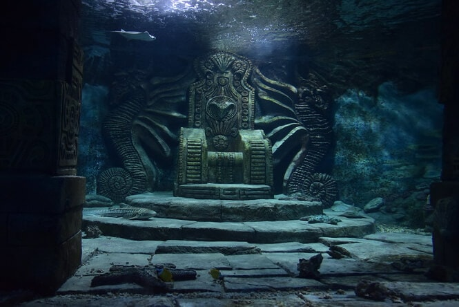 The udnerwater throne in Moscow's Oceanarium RIO.